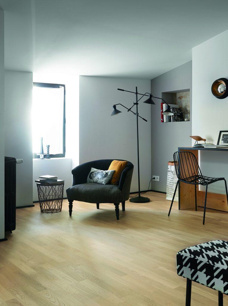 Pour pouvoir marcher pieds nus au bureau, on s'installe à la maison ! Bois flotté, un parquet stimulant et inspirant !